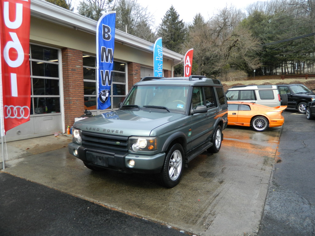 2004 Land Rover Discovery - Front