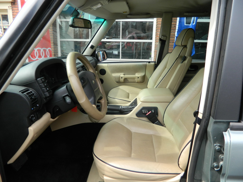 2004 Land Rover Discovery - interior