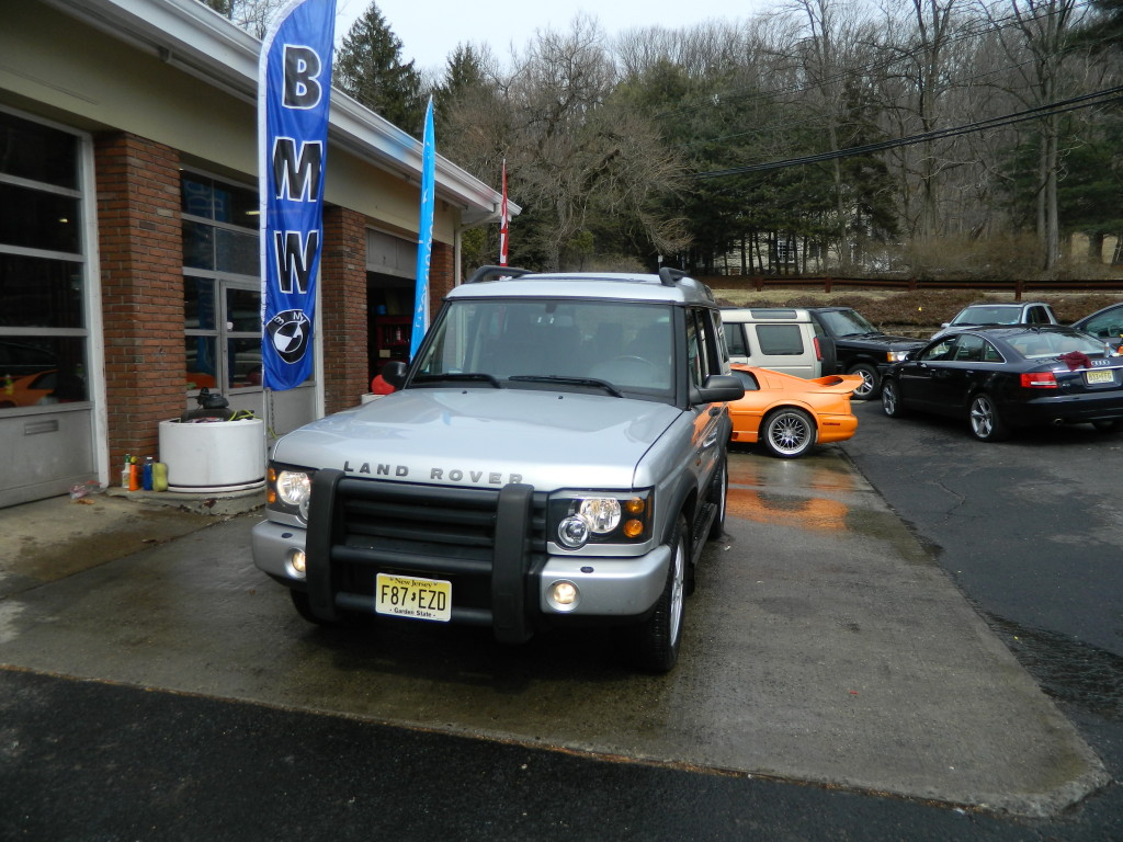 Silver 2004 Land Rover Discovery For Sale - Front Lights On